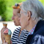 Gerrit Ebener-Greis, Eberhard Freundt essen Eis, Hospizhilfe, Begleitung, Ehrenamt, Caritas, Ausbildung, ökumenisch